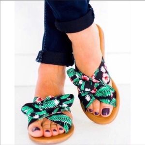 AUTUMN Green/Black Bow X-Band Slip-On Sandals!